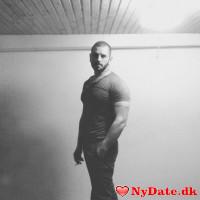 Rocco´s dating profil. Rocco er 32 år og kommer fra Aalborg - søger Kvinde. Opret en dating profil og kontakt Rocco