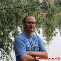 Nosey´s dating profil. Nosey er 52 år og kommer fra Midtsjælland - søger Kvinde. Opret en dating profil og kontakt Nosey