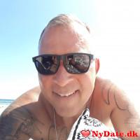 MrHandsome´s dating profil. MrHandsome er 52 år og kommer fra Sønderjylland - søger Kvinde. Opret en dating profil og kontakt MrHandsome