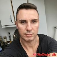 Darkandhandsome1´s dating profil. Darkandhandsome1 er 43 år og kommer fra Storkøbenhavn - søger Kvinde. Opret en dating profil og kontakt Darkandhandsome1