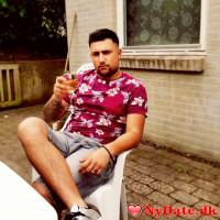 Stephan´s dating profil. Stephan er 25 år og kommer fra Midtsjælland - søger Kvinde. Opret en dating profil og kontakt Stephan