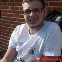 sweetguy19´s dating profil. sweetguy19 er 22 år og kommer fra Midtjylland - søger Kvinde. Opret en dating profil og kontakt sweetguy19